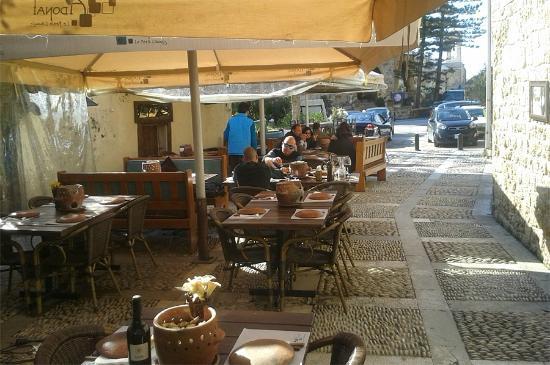 Столики на улице