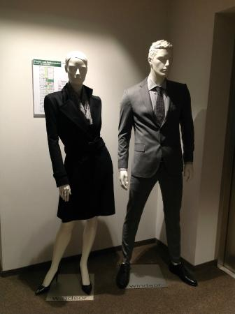 47°: Mannequins for each floor