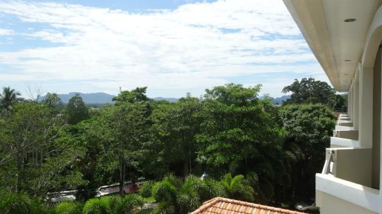 Krabi Golden Hill Hotel: Distant sea view from the balcony.