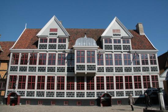 Den Gamle By: Herrenhaus aus dem 19. Jhd. am Marktplatz