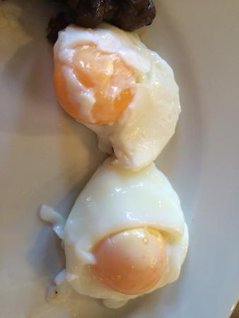 Macdonald New Blossoms Hotel: Not sure I would have been happy serving these eggs!