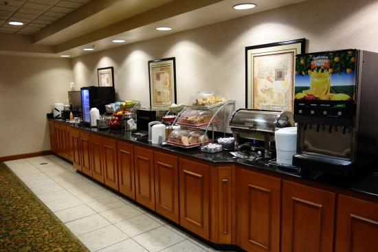 Wingate by Wyndham BWI Airport: Serve yourself breakfast