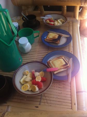 Citrus Tree Villas - Widia: Breakfast: fresh fruits and banana jaffle
