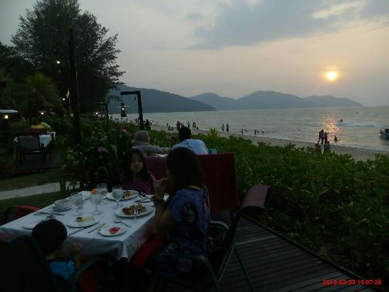 Uncle Zack by The Beach : We had a wonderful sunset dinner!!! :)