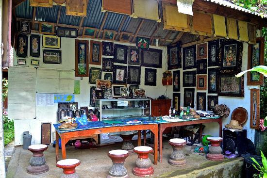 Keliki Painting School : table de peinture