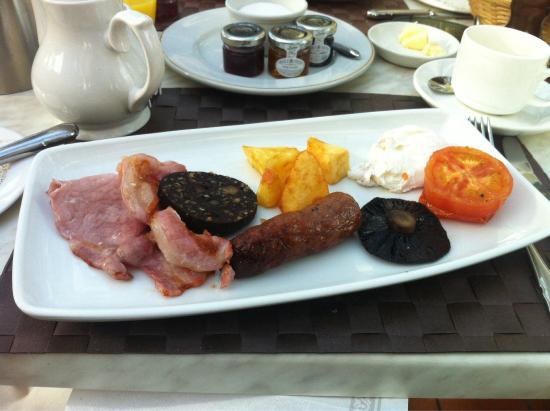 The Farmhouse at Redcoats: Breakfast! Yum!