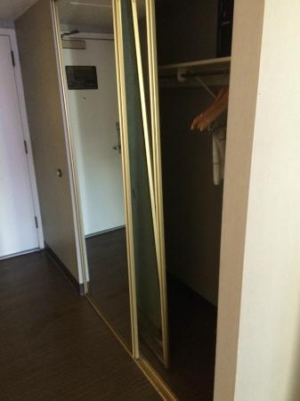 Closet Door Completely Off Track Picture Of Flamingo Las