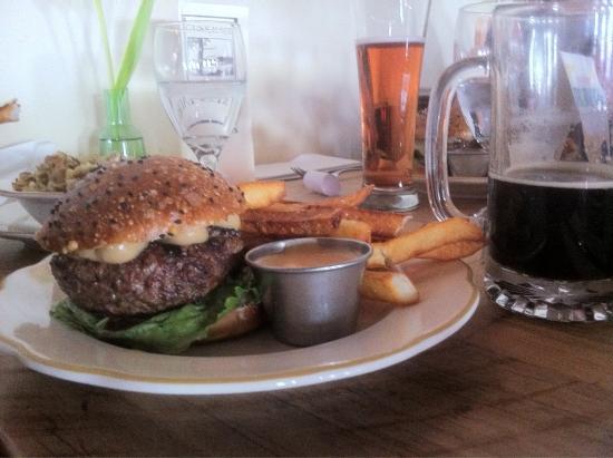 Gunk Haus Restaurant : Burger, beers and views!