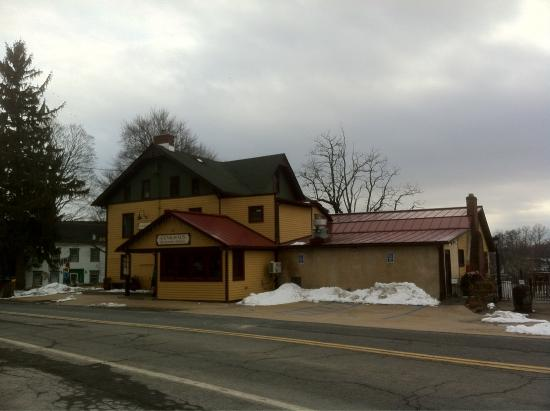Gunk Haus Restaurant : Can't wait for warmer weather to enjoy their patio and sunset views!