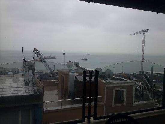 Artefes Hotel Istanbul: Стройка за окном...