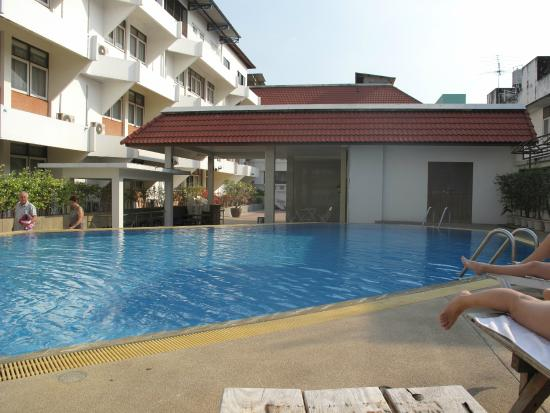 Ayothaya Hotel : Piscina