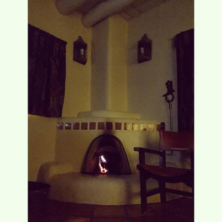 Sagebrush Inn & Suites: Our fireplace! ��