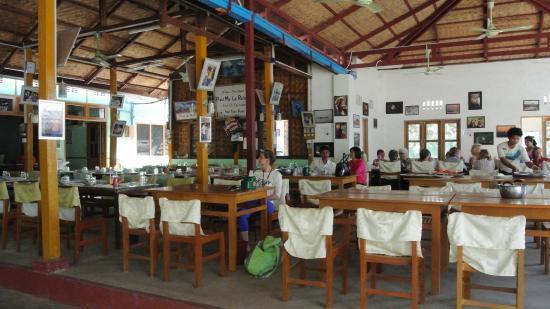 Pwint Mar Lar Restaurant: la terrasse