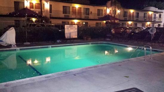 Best Western Lamplighter Inn & Suites at SDSU: tranquil so nice to sit out in the Evening