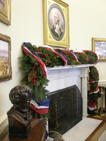 the george w bush presidential library and museum oval office christmas decorations - Library Christmas Decorations