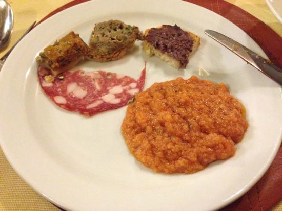 Ristorante Il Pino: antipastino con pappa al pomodoro e bruschettine