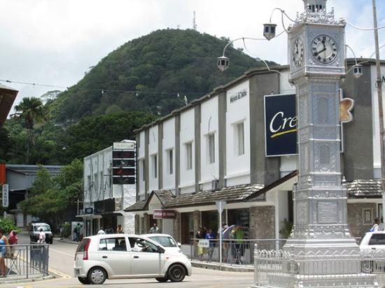 Creole Travel Services: у знаменитых часов
