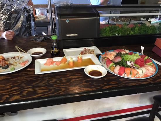 Marcoritaville Tiki Bar & American Grille : Best sushi ever