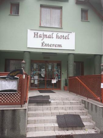 Hotel Hajnal: Hotel entry