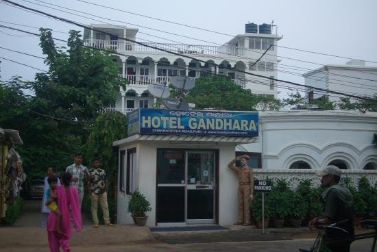 Hotel Gandhara: Entrance to hotel