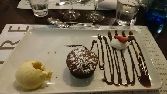Moelleux chocolat et sa glace vanille picture of tout le - Restaurant tout le monde a table lyon ...