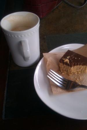‪‪Mahtay Cafe‬: Cafe au lait and peanut butter choc square‬
