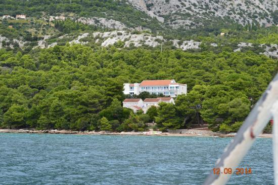 Hotel Villa Julija  Kralja: widok hotelu ze statku Orebić- Korcula