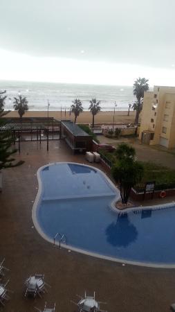 Complejo Acuazul: piscina vista desde el ascensor