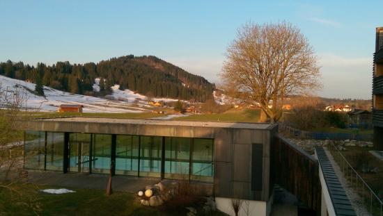 Hotel Kaufmann: Blick vom Zimmer (1. OG) aufs Poolhaus