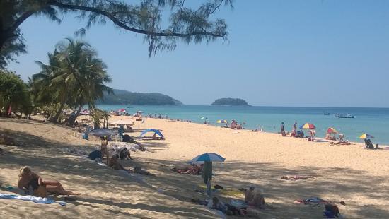 Oasis Guesthouse & Bar: Karon Beach. Five minutes walk