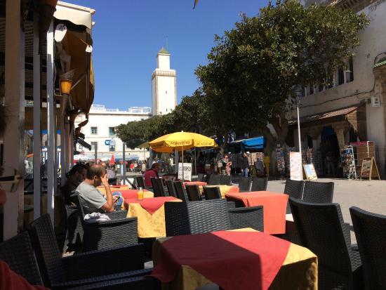 Chez Ben Mostafa: La terrasse, au fond la Mosquée