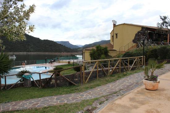 Nurri, Italien: Ristorante sul lago