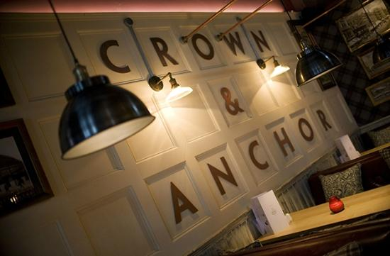 ‪Crown & Anchor‬