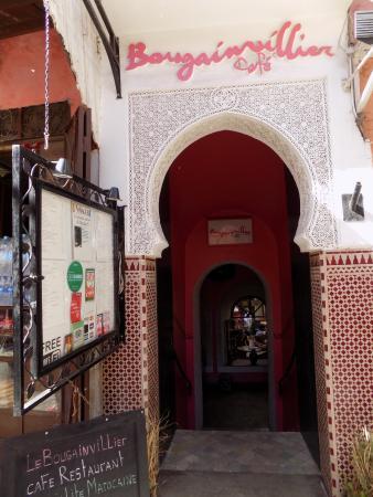 Bougainvillier Cafe: Entrance