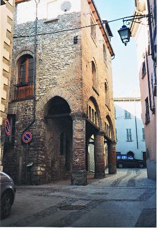 Palazzo Alcarini (Casa di Teodolinda)
