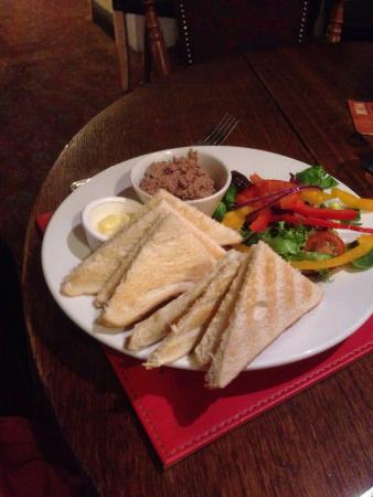 Ring o Bells : Finally a pub/restaurant that gives enough toast for the pate.