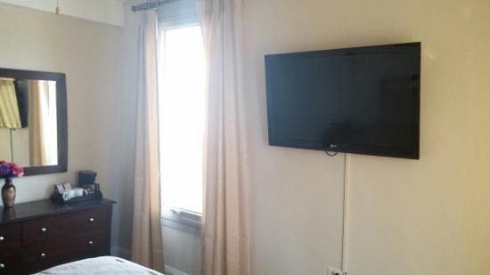 Monte Villa Inn: Modern television