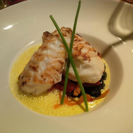 Kanouhou: Seeteufel mit Sepia-Minignocchi, süß marinierter Chili-Paprika und Safranschaum