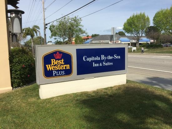 BEST WESTERN PLUS Capitola By-the-Sea Inn & Suites: Easy to find property with a big sign in front of the hotel