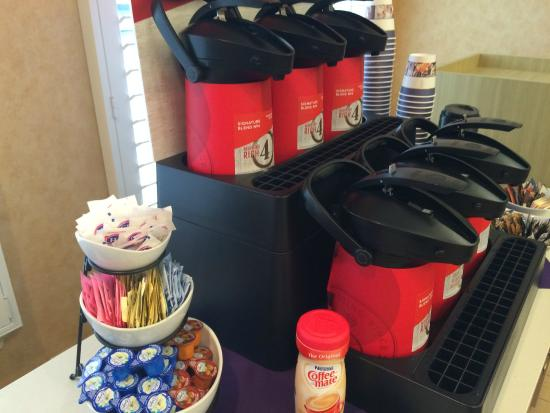 Best Western Plus Capitola By-The-Sea Inn & Suites: They never run out of coffee at the morning breakfast buffet