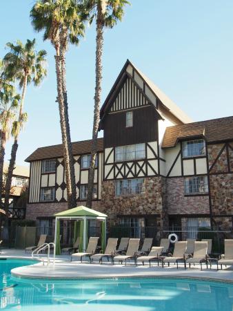 Anaheim Majestic Garden Hotel Pool Area At The Sheraton