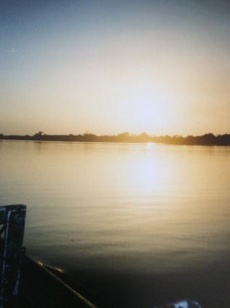 State of Amazonas: entardecer no Rio Negro