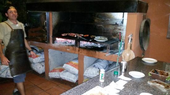 Cabinas El Colibri: The master of the grill.