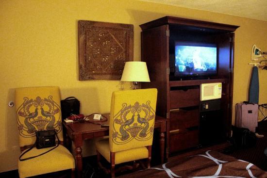 Super 8 Foley: TV and sitting area