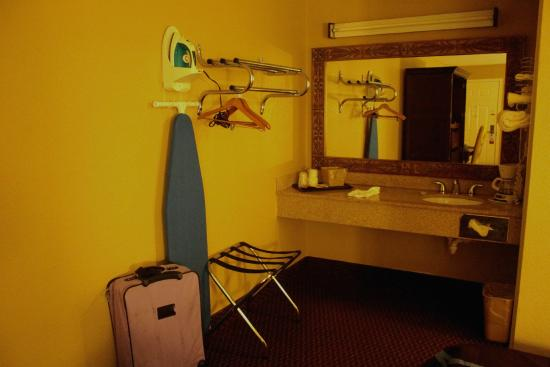 Super 8 Foley: Sink and dressing area with no privacy door/curtain