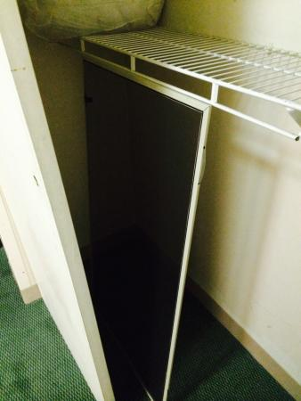 Extended Stay America - Birmingham - Inverness : Window screen in closet