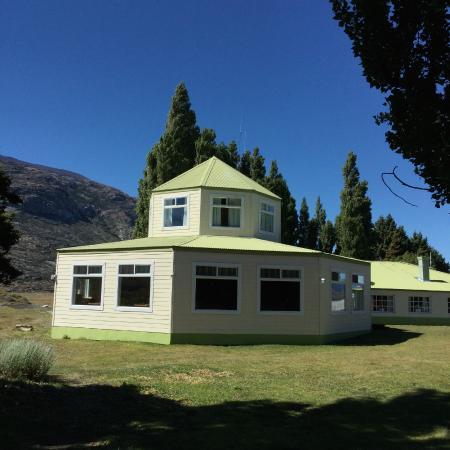 Estancia Cristina Lodge: dining room with good views all around