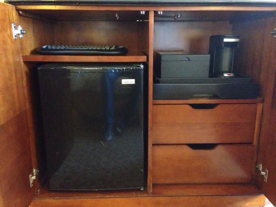 mini fridge and coffee stand picture of colorado springs marriott colorado springs tripadvisor. Black Bedroom Furniture Sets. Home Design Ideas