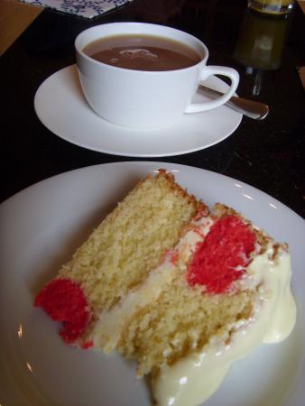 Cordilleras House: KOM Cake