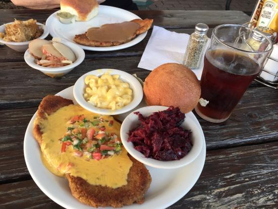 Scholz Garten : Scholz Schnitzel with red cabbage and Mac and cheese